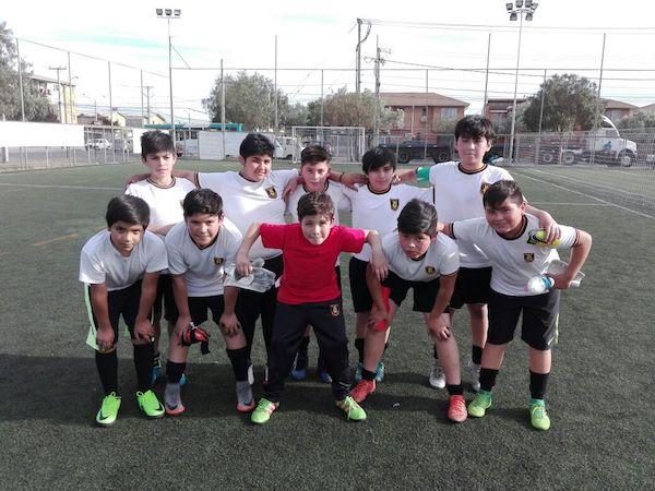 El taller de futsal del colegio dirigido por el profesor Christian González