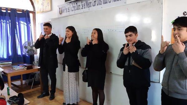 Un grupo de jóvenes pertenecientes a la Iglesia Evangélica Pentecostal