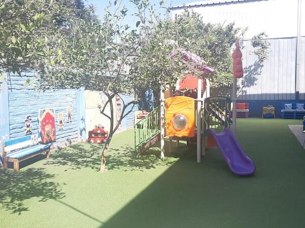 Implementación de patio de pre básica utilizando materiales reciclados