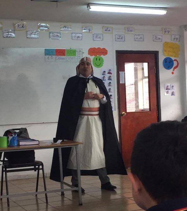 Personajes bíblicos visitan aula de clases